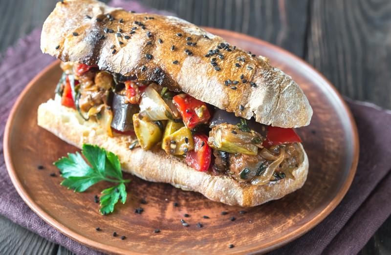 Das Sandwich kam zu schnell, deswegen ist die Kundenbeschwere dämlich.