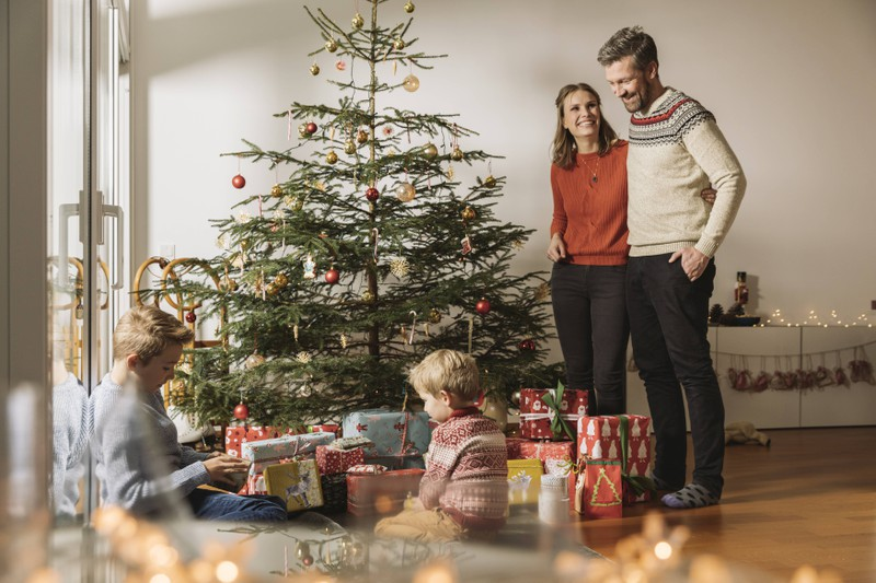 Eine Familie an Weihnachten, die auch mit peinlichen Erlebnissen zu tun hat