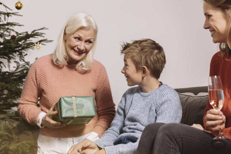 Eine Oma, die an Weihnachten außer Kontrolle war
