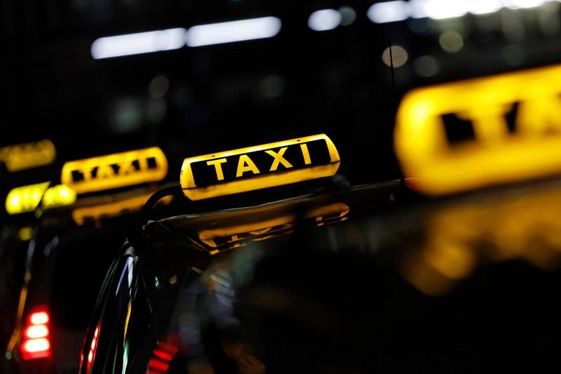 Der Beruf des Taxifahrers ist ganz schön stressig.