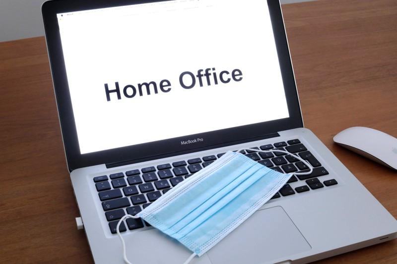 Zu Zeiten von Corona arbeiten auch Chefs wie Axel Hefer von Trivago im Home Office