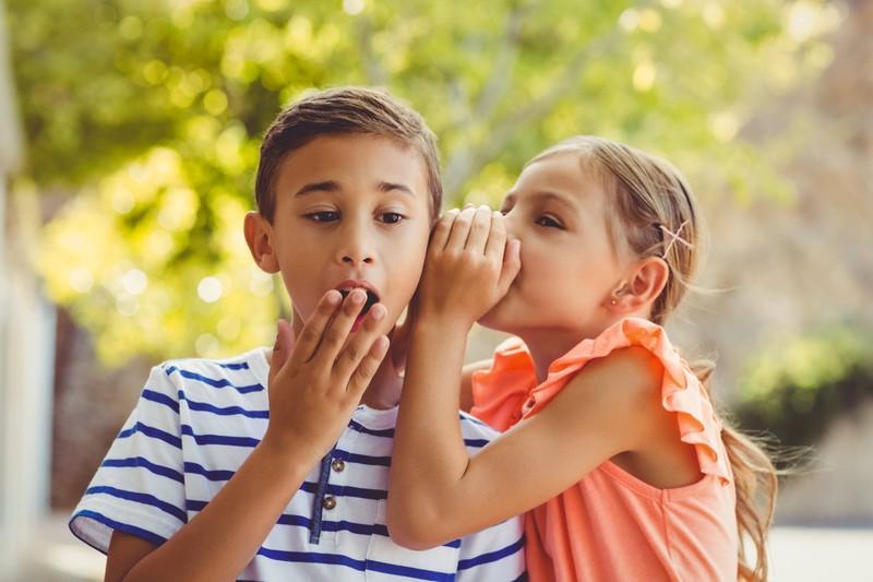 Die Kinder erzählen sich ihr jeweils größtes Geheimnis.