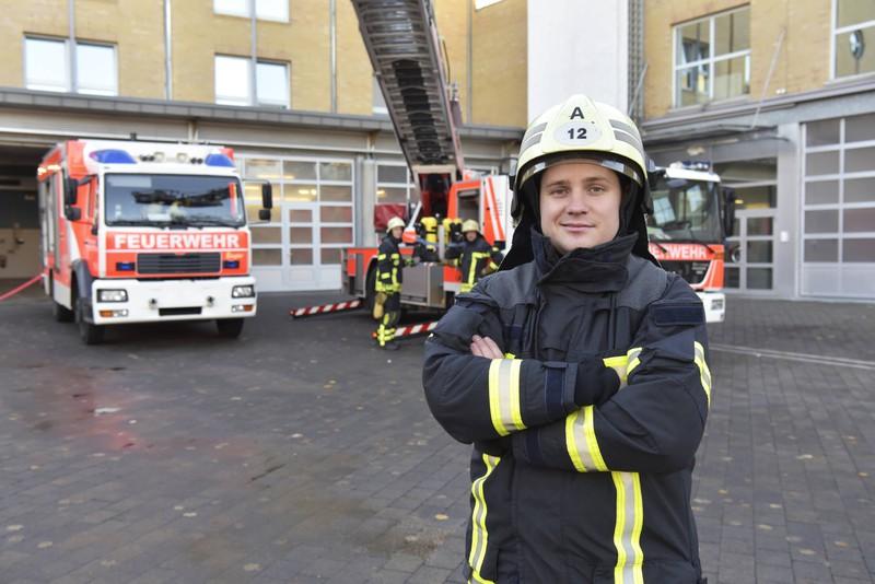 Bei der Feuerwehr zu arbeiten, kann manchmal schwer sein, da hilft Humor.
