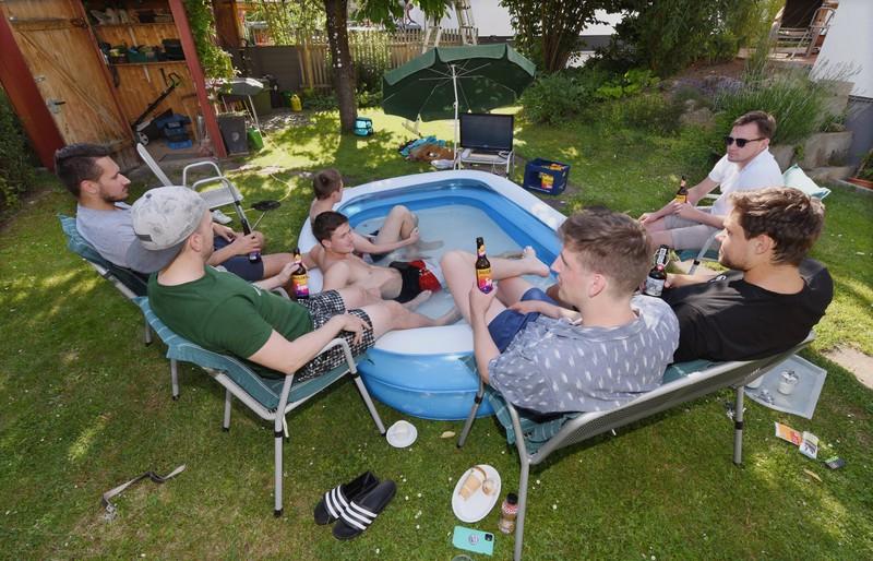 Bequemes Fußballschauen im eigenen Garten