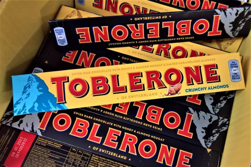 """Das Logo von der Marke """"Toblerone"""", auf dem ein Bär versteckt ist"""