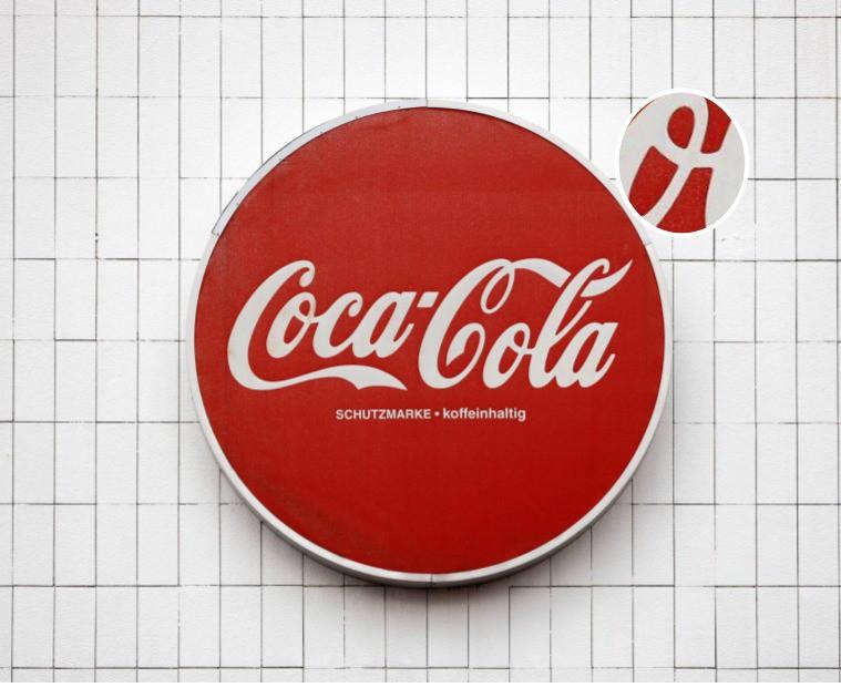 """In dem Logo von """"Coca-Cola"""" ist eine dänische Flagge versteckt"""
